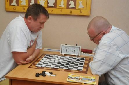 Играют чемпионы: Никита Агафонов (Кемерово) и Александр Чекеев (Чита)