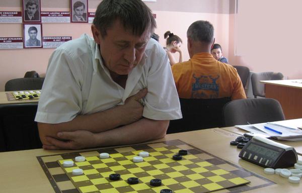 Играет Никита Агафонов