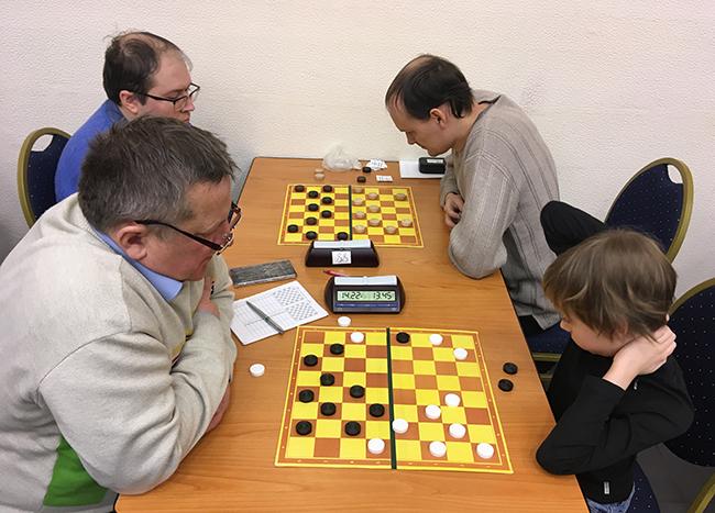 Турнир по обратным шашкам